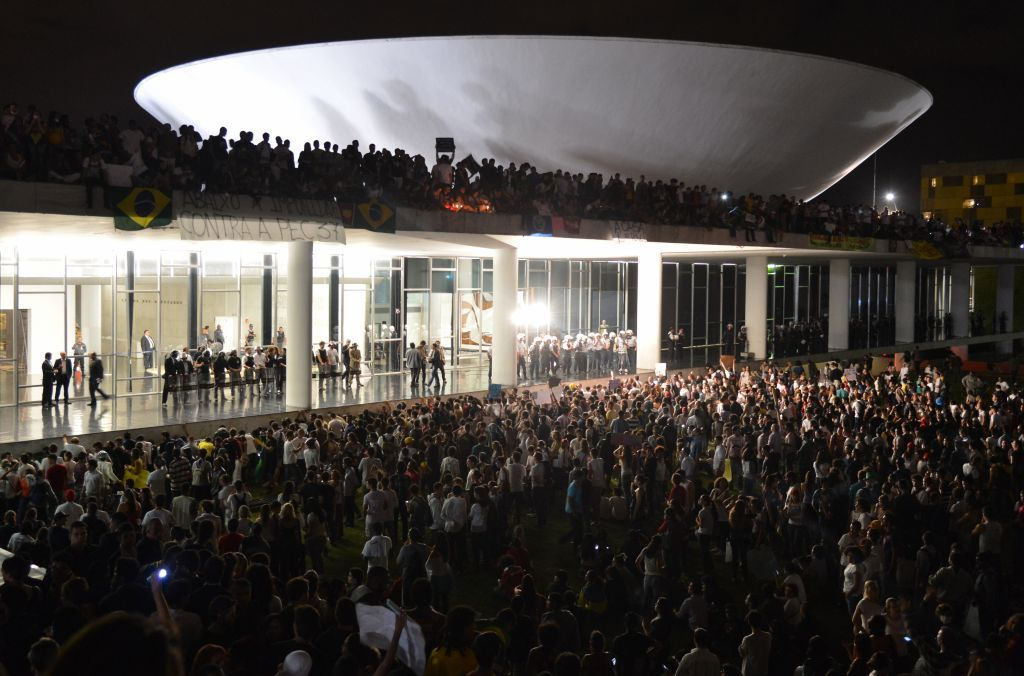 Protesters on Congresso Nacional (The House of the People) in Brasília, June 2013 - Valter Campanato/Agência Brasil