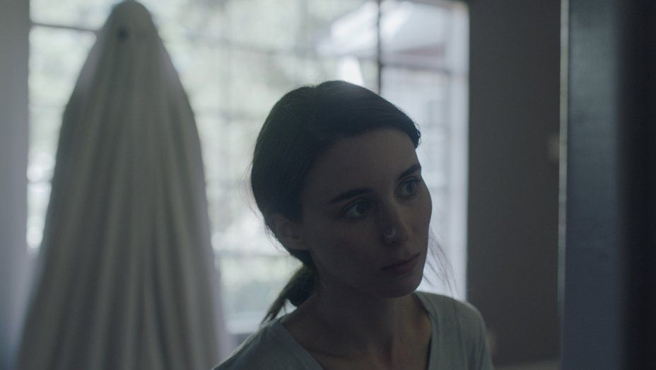 Still from A Ghost Story (2017), directed by David Lowery. Image: IMDB.